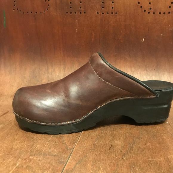 dbdaf118fe419 DANSKO Brown Leather Clogs size 37 🎈